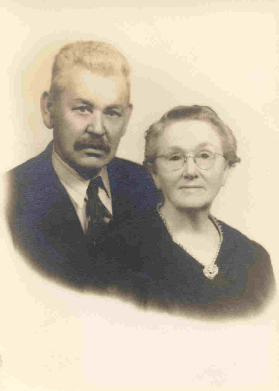 John Abijah Davis and Ada Lee Burleson Davis in 1940
